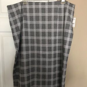 Lord & Taylor Gray and White plaid pencil skirt